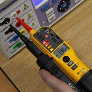 Fluke T150 - zkoušečka napětí a pouzdro Fluke C150 - 4